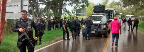 2 de junio ALERTA AYOTZINAPA: detienen a normalistas y sitian plantel de escuela normal.