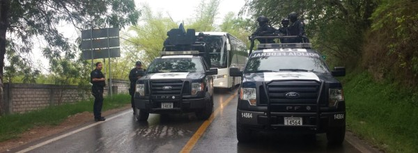 3 de junio ALERTA AYOTZINAPA: Continua y arrecia el sitio y represión federal a escuela normal Isidro Burgos.