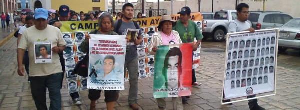 """Video: Caravana #Ayotzinapa en Yucatán y Campeche """"lo que pedimos es que nos ayuden para apretar más el cogote a este gobierno y nos devuelvan a los muchachos"""""""