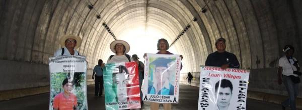 Ayotzinapa: Lejos de las elecciones, muy por debajo de ellas