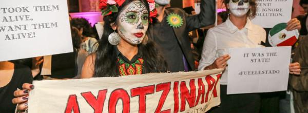 Londres: Activistas intervienen día de muertos de embajada mexicana en el Museo Británico #MXUK2015