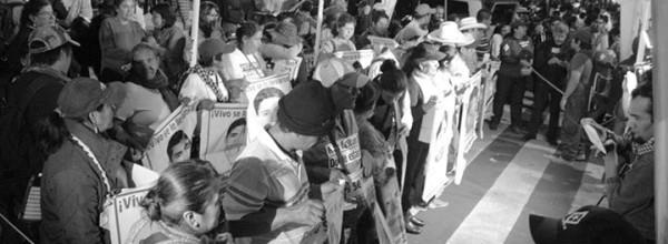 Plantón de Ayotzinapa se instala a unos pasos de Los Pinos