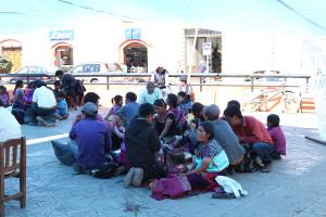 Plantón de desplazados de Shulvó en la Plaza de la Resistencia en San Cristóbal de las Casas