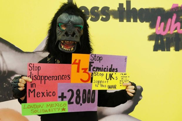 guerrilla-girls-en-solidaridad-con-mexico